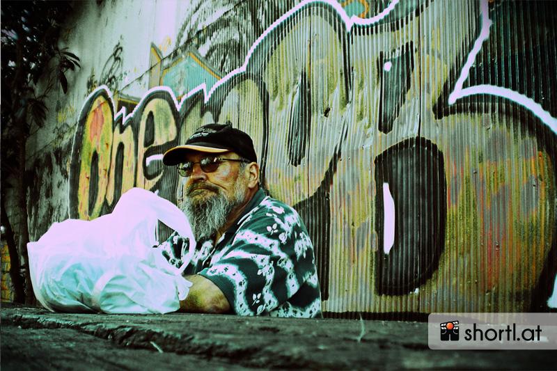 Ein älterer Mann in Nimbin, Australien