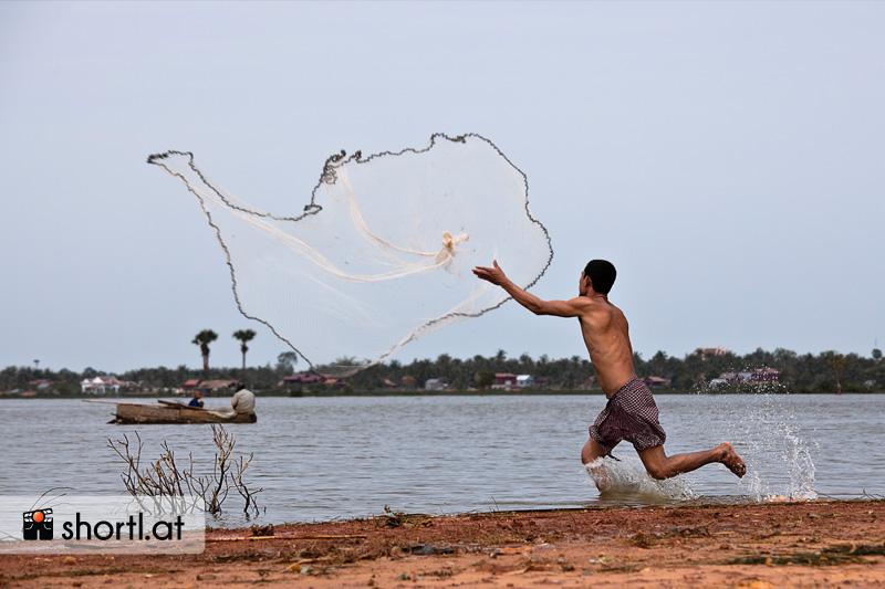 Ein Fischer nahe Siem Reap in Kambodscha