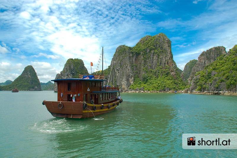 Bootstrip durch die Halong Bay